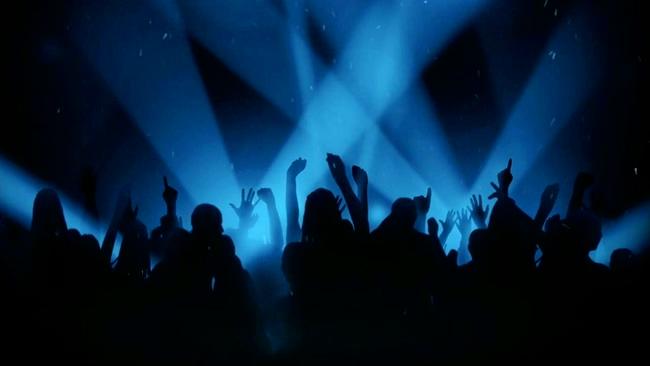 时尚动感的酒吧蹦迪蓝色灯光闪烁视频素材