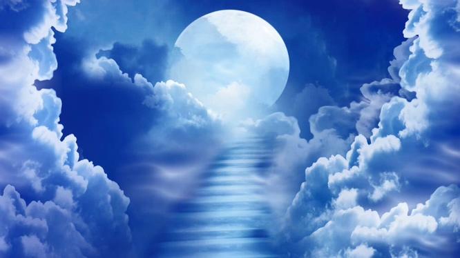 唯美梦幻的云中蓝色月亮视频素材
