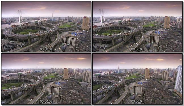 从城市上空拍摄汽车运行的实拍视频