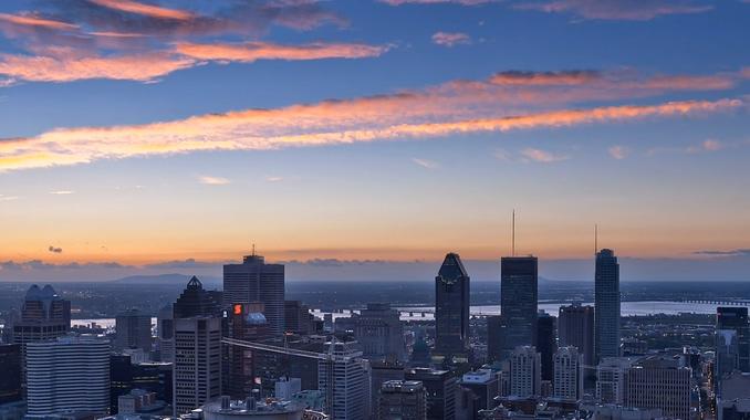 唯美的城市夜景霓虹灯实拍视频