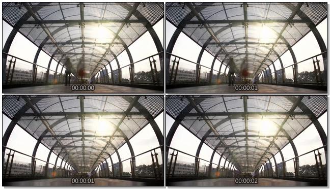 延时拍摄人行天桥上市民行走的实拍视频