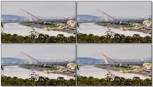 延时拍摄高架桥上的汽车行驶实拍视频