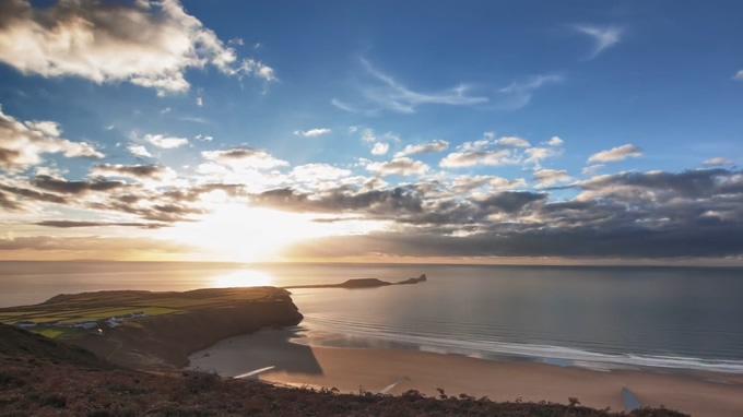 寂静唯美的海平线上日落过程的实拍视频