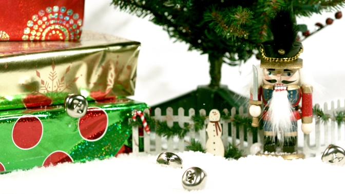 糖果从天而降的圣诞节视频素材