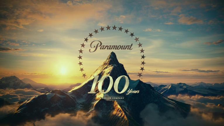 经典群星环绕雪山的派拉蒙标志背景视频