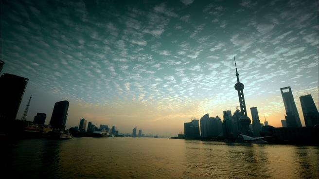 上海东方明珠记录日出的实拍视频