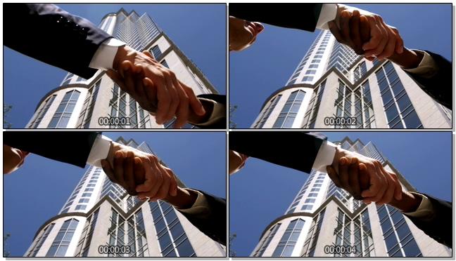 仰拍商务经典握手姿势的实拍视频