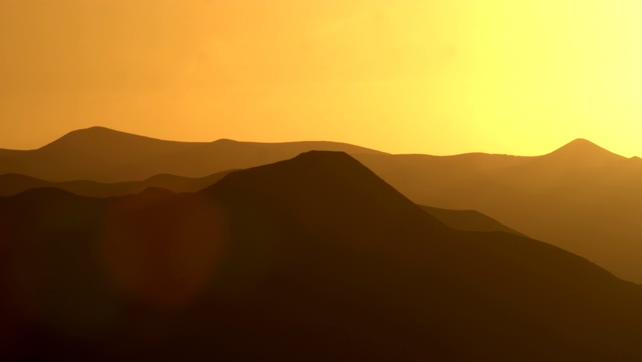 唯美梦幻的金色夕阳实拍视频