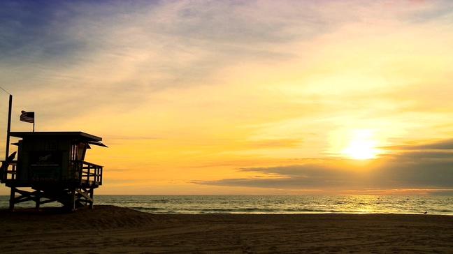 浪漫唯美的黄金海岸上日落的实拍视频